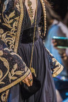 Elie Saab at Couture Fall 2017 - Elie Saab at Couture Fall 2017 - Detai . - Elie Saab at Couture Fall 2017 – Elie Saab at Couture Fall 2017 – Details Runway Photos – - Elie Saab Couture, Couture Mode, Style Couture, Couture Details, Fashion Details, Look Fashion, Couture Fashion, Trendy Fashion, Runway Fashion