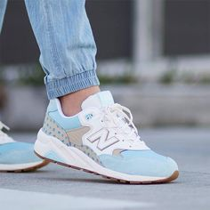 Sneakers femme - New Balance 580 (©hypedc)