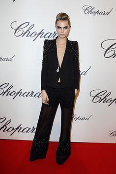Carla delivigne con traje negro escotado en la fiesta de Chopard en el Festival de Cannes 2013
