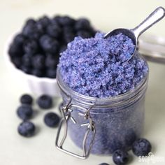 Blueberry Jam Sugar Scrub Easy DIY - Soap Queen This Blueberry Jam Sugar Scrub contains granulated sugar and jojoba beads for gentle exfoliation and color. Fractionated coconut oil gives it skin loving properties. Sugar Scrub Recipe, Sugar Scrub Diy, Sugar Scrubs, Salt Scrubs, Sugar Soap, Diy Body Scrub, Diy Scrub, Jojoba, Fractionated Coconut Oil