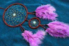Opalith und schwarze Rocaillesperlen im weinroten Traumfänger    Handgefertigter Traumfänger ohne Klebstoff