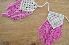 with 5 flag 3.5x 8, 9cm x 24cm  size about 54, 137cm made with 100 % natural cotton rope   Macrame Banner Flags to lend a bohemian feel to your Baby Girl bedroom, living Room or workspace, this macrame will add instantly warmth and texture to any room of your house! All of my macrames are handmade with love by myself  ~~~~~~~~~~~~~~~~~  CUSTOM ORDERS: Want a smaller or larger size flags? Or a different style or color that represents you or a loved one? Just send me a convo…