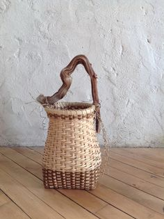 """""""Lake Effect"""" Twill woven basket with driftwood handle by Laura Weber Weaving Projects, Weaving Art, Hand Weaving, Old Baskets, Rustic Baskets, Basket Crafts, All Craft, Woven Rug, Basket Weaving"""