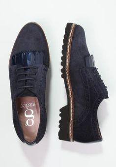 885b0b0392a5 48 meilleures images du tableau Shoes   Shoes, Shoes sneakers et ...