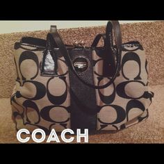 Large coach bag Great coach bag for every day use or for a frequent traveler. Lots of room and plenty of pockets! Rarely used and in great condition.  there's one little nick (pictured) that is extremely tiny but worth pointing out. Coach Bags Shoulder Bags