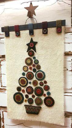 Crochet Christmas Tree Rug Ideas For 2019 Christmas Tree Kit, Felt Christmas Ornaments, Christmas Crafts, Cowboy Christmas, Primitive Christmas, Xmas, Crochet Christmas, Green Christmas, Penny Rug Patterns