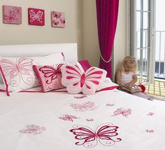 Creative butterfly bedroom ideas will be love by kids, especially the girls. We have ideas of butterfly bedroom ideas, green bedroom decorating Bedroom Set Designs, Bedroom Themes, Girls Bedroom, Bedroom Decor, Bedroom Ideas, Bedroom Storage, Childrens Duvet Covers, Childrens Bedroom, Butterfly Bedroom