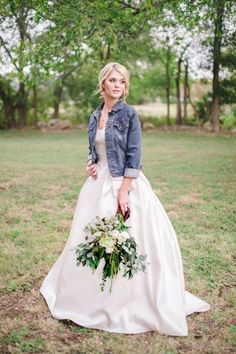 15 Insanely Cute Wedding Ideas You Will Want To Steal - Rustic Wedding Chic wedding fall ideas / april wedding / wedding color pallets / fall wedding schemes / fall wedding colors november Rustic Wedding Dresses, Chic Wedding, Dream Wedding, Wedding Day, Wedding Rustic, Wedding Ceremony, Trendy Wedding, Wedding Gowns, Bridal Gowns