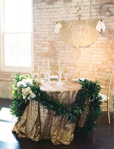 gold sequin sweetheart table | Ben Q Photography