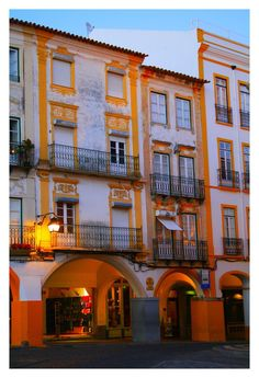 Evora Old Houses I   - Praça do Giraldo ( Giraldo Square )-  Évora - ALENTEJO Central / PORTUGAL   by FilipaGrilo