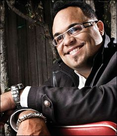 Israel Houghton, one of the best worship leaders on the planet!