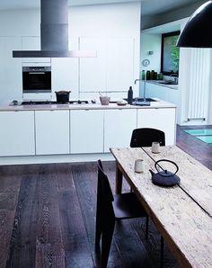 Cocina blanca y simple con muebles de Ikea