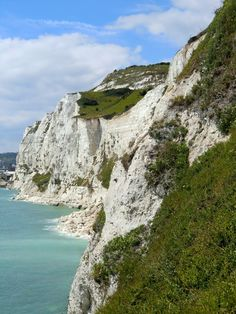 Cliffs of Dover - Dover, Kent, United Kingdom. Travel in the United Kingdom and learn fluent English with the Eurolingua Institute http://www.eurolingua.com/english/homestay-uk-2