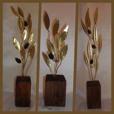 Κλαδί Ελιάς Μπρούτζος 14.00€ – 18.00€ Olive Wreath, Olive Tree, Diy And Crafts, Ornament, Leaves, Wreaths, Sport, Deco, Wood