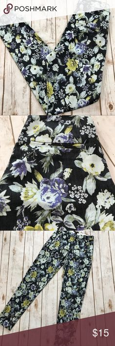 H&M - Gorgeous Floral Skinny Pants, Size 2 H&M - Gorgeous Floral Skinny Pants, H&M women's Size 2. In fantastic preowned condition. Inseam is approximately 28 inches. Please be sure to check out all of my other items, same day or next business day ship out is guaranteed! H&M Pants
