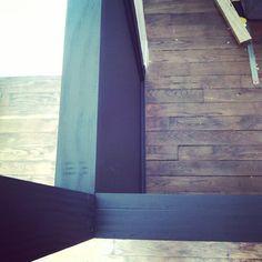 L comme Le bureau en chantier #365lettres #jour16 structure bois peinte en noir, bientôt un vitrage et une porte coulissante - Papote de pomme
