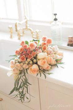 peach flowers add a splash of color to spring decor #springdecor #homedecor #flowers