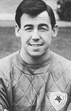 Aug 1973 Gordon Banks( Leicester City,Stoke City & England) announced his retirement after losing the sight in one eye after an accident. One of the Worlds Greatest Goalkeepers. Gordon Banks, Leicester City Football, Leicester City Fc, Good Soccer Players, Football Players, Football Jerseys, Soccer Stats, Der Club, Bristol Rovers