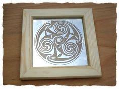 Spiegel mit keltischer Triskele -  Mirror with celtic triskel