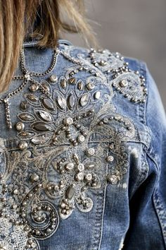 reciclandoene www.reciclandoene The post www.reciclandoene appeared first on Denim Diy. Diy Jeans, Jeans Denim, Denim And Lace, Denim On Denim Style, Embellished Jeans, Embroidered Jeans, Custom Denim Jackets, Demin Jacket, Look Jean