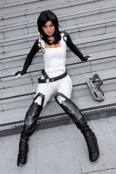 Character: Miranda Lawson / From: BioWare's 'Mass Effect' Video Game Series / Cosplayer: Cynthia Drachovsky (aka Biseuse, aka Robin Art & Cosplay) / Photo: Ryuu Photos (2016)
