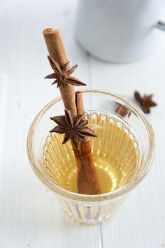 Johanniskraut-Tee | Zeit: 5 Min. | http://eatsmarter.de/rezepte/johanniskraut-tee