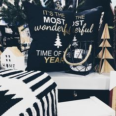 Christmas decorations and ideas for making your home feel merry and bright. Holiday decor for the home via Misty Nelson and Christmas Quotes, Christmas Ideas, Christmas Crafts, Christmas Decorations, Xmas, Holiday Decor, Christmas Desserts, Christmas Cookies, Hosting Thanksgiving