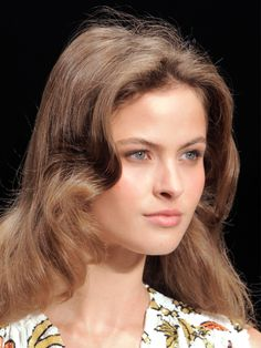 10 coiffures pour un maxi volume