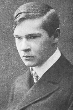 Portrait of the poet Georg Trakl as a young man (1908.)  Sort of reminds me of Benedict Cumberbatch.