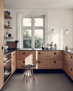 Minimal kitchen interior inspo interior design Kitchen minimalistic decor Light wood Source by Pilli Interior Ikea, Interior Simple, Interior Modern, Interior Design Kitchen, Minimal Kitchen Design, New Kitchen, Kitchen Dining, Kitchen Decor, Country Look