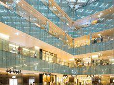 JP Tower (JPタワー). /  Design : Helmut Jahn (提携建築家:ヘルムート・ヤーン). Interior Design : Kengo Kuma (内装デザイン:隈研吾). Architect : Mitsubishi Estate (設計:三菱地所設計).