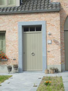 Houten voordeur met planchetten