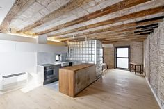Architect Alex Gasca and Hélène Silvy-Leligois, Lofts, Small Space Living, Living Spaces, Interior Walls, Interior Design, Loft Industrial, Glass Brick, Empty Room, Kitchen Doors
