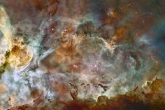 Esta es una pequeña región de la espectacular Nebulosa de la Quilla, En la parte inferior se pueden ver nubes moleculares, tan densas que no permiten el paso de la luz de estrellas a su alrededor. También llamadas nebulosas oscuras. La Nebulosa de la Quilla tiene un tamaño de 300 años-luz y está a 7.500 años-luz de distancia de la Tierra. #astronomia #ciencia