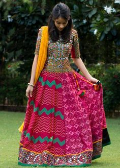 Trendy unseen Navratri Chaniya Choli Designs from Local stores - LooksGud. Garba Dress, Navratri Dress, Choli Dress, Choli Designs, Lehenga Designs, Blouse Designs, Indian Dresses, Indian Outfits, Indian Skirt