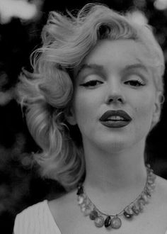 Marilyn Monroe Collection - Marilyn Monroe photographer by Sam Shaw in Marilyn Monroe Kunst, Marilyn Monroe Artwork, Marilyn Monroe Quotes, Old Hollywood, Robert Mapplethorpe, Annie Leibovitz, Richard Avedon, Norma Jeane, Classic Beauty