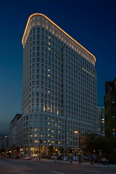 """Liberty Mutual Building -  When it came time to light the new Liberty Mutual building in Boston, the insurance company wanted something out of the ordinary.  """"Liberty Mutual was very interested in giving something back to..."""