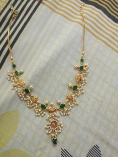 Pearl Necklace Designs, Jewelry Design Earrings, Gold Earrings Designs, Indian Gold Necklace Designs, Gold Haram Designs, Simple Necklace Designs, Indian Jewelry Sets, Beaded Jewelry Designs, India Jewelry