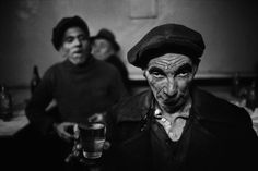 Drunk man in a bar at Tophane, Istanbul, 1959. [Credit : Ara Güler]