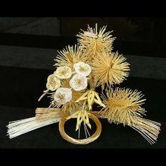 Iida_MIzuhiki Ancient Japanese Art, Japanese New Year, Japanese Design, Some Ideas, Kirigami, Diy Flowers, Art Forms, Weaving, Arts And Crafts