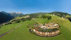 ALPIN PANORAMA HOTEL HUBERTUS ****S Wellness Hotel | Südtirol | Italien. Genießen Sie den Ausblick von der größten Hoteldachterrasse auf die bizarre Bergwelt der Dolomiten (UNESCO Weltnaturerbe) und der Alpen. Wir zeigen Ihnen die schönsten Plätze der Dolomiten bei täglich zwei geführten Berg- und Almwanderungen von Montag bis Freitag. www.leadingspa.com #leadingsparesort #wandern #wellness #südtirol #urlaub #travel