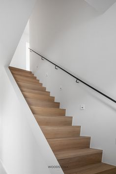 House Staircase, Modern Staircase, Staircase Design, Stairs In Living Room, Home Living Room, Interior Stairs, Interior And Exterior, Home Renovation, Home Remodeling