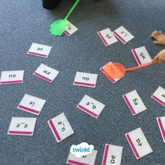 Twinkl Phonics - swat a sound game! We love this activity. Make the sound cards and then use fly swatters to swat the sound as they hear it! Perfect for practicing phoneme/grapheme correspondence in the run up to the Year 1 phonics screening check. Phonics Games Year 1, Phonics Cards, Abc Phonics, Phonics Lessons, Jolly Phonics, Teaching Phonics, Primary Teaching, Phonics Activities, Continuous Provision Year 1