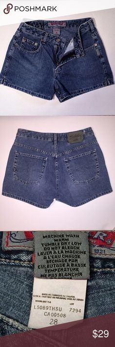 Silver Jeans Denim Shorts 28 Cute Silver Jeans Shorts. These shorts have a cute split at the side hem. Size 28 Silver Jeans Shorts Jean Shorts