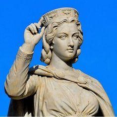 Statua di Eleonora d'Arborea a Oristano