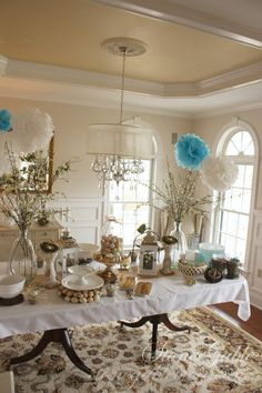 The Enchanted Home: Bloggers beautiful abodes....Yvonne of StoneGable! Love the various shades of white and beige--what a gorgeous room! Colors: Benjamin Moore Sonnet (walls) and Benjamin Moore Atrium White (trim).