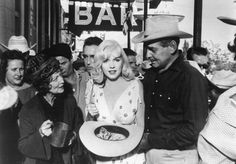 Estelle Winwood, Eli Wallach, Montgomery Clift, Monroe, and Clark Gable in The Misfits. It was last completed film for both Monroe and Gable. Marilyn Monroe Movies, Marilyn Monroe Photos, Marylin Monroe, Thelma Ritter, Las Vegas Review Journal, John Huston, Montgomery Clift, Clark Gable, Norma Jeane