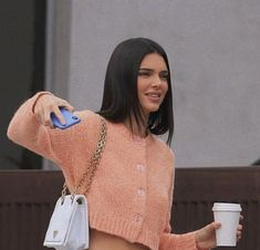 View the Kendall Jenner trend report, the most beneficial looks damaged by on pattern Kendall. Kendall Jenner Outfits, Look Kylie Jenner, Kendall Jenner Mode, Kylie Jenner New Hair, Kendall Jenner Fashion, Kendall Jenner Makeup, Kendall Jenner Instagram, Kendalll Jenner, Kardashian Jenner