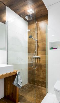 Looking for shower tile ideas for your bathroom? Here we've collected stunning shower tile ideas to help you decorating your bathroom. Bathroom Design Small, Bathroom Layout, Bathroom Colors, Bathroom Interior Design, Bathroom Ideas, Bath Design, Bathroom Showers, Bathroom Organization, Tile Layout