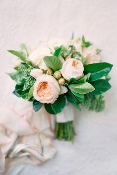зелень свадебные букеты с белым акцентом 6